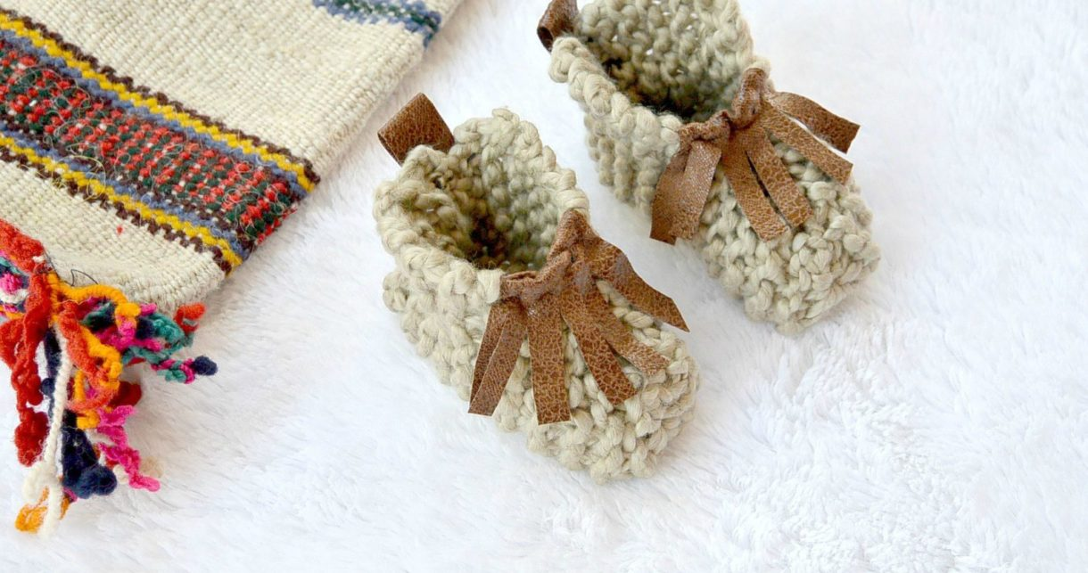 beginner knit baby booties moccasins  mama in a stitch