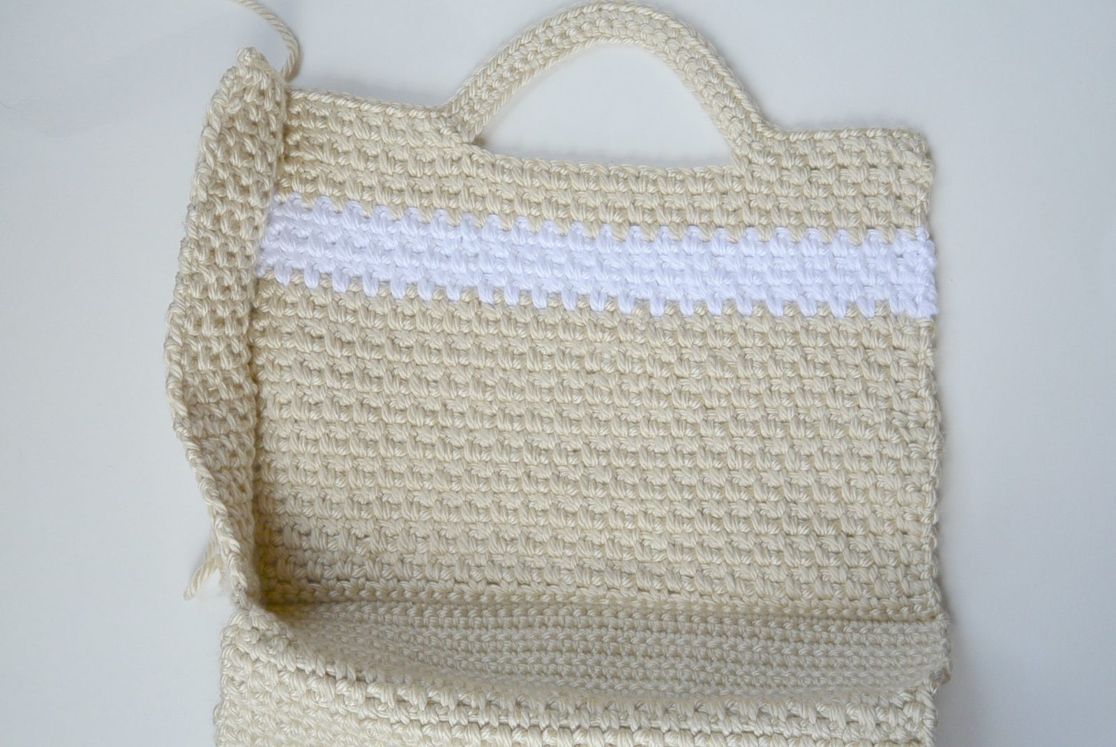 Simple Crochet Bag Pattern : Big Easy (and stylish) Crochet Bag Pattern - Mama In A Stitch
