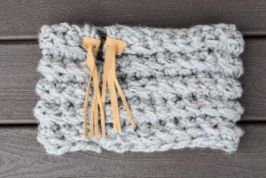 Chunky Beginner Crochet Cowl with Tie