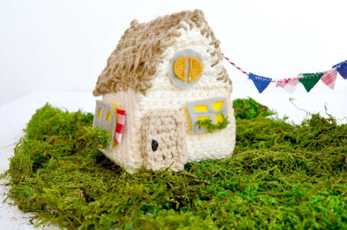 Little Thatch Roof Crochet House