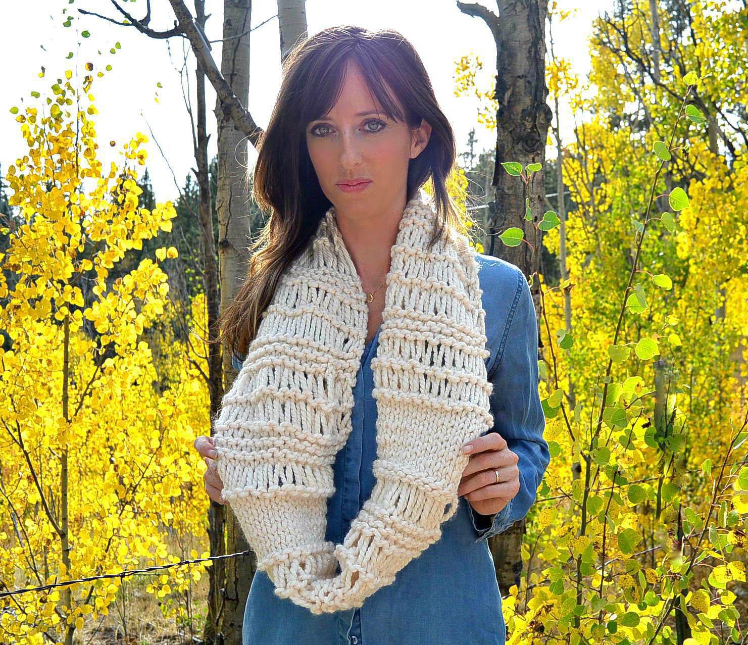 Cozy Glitz – Chunky Knit Infinity Scarf Pattern