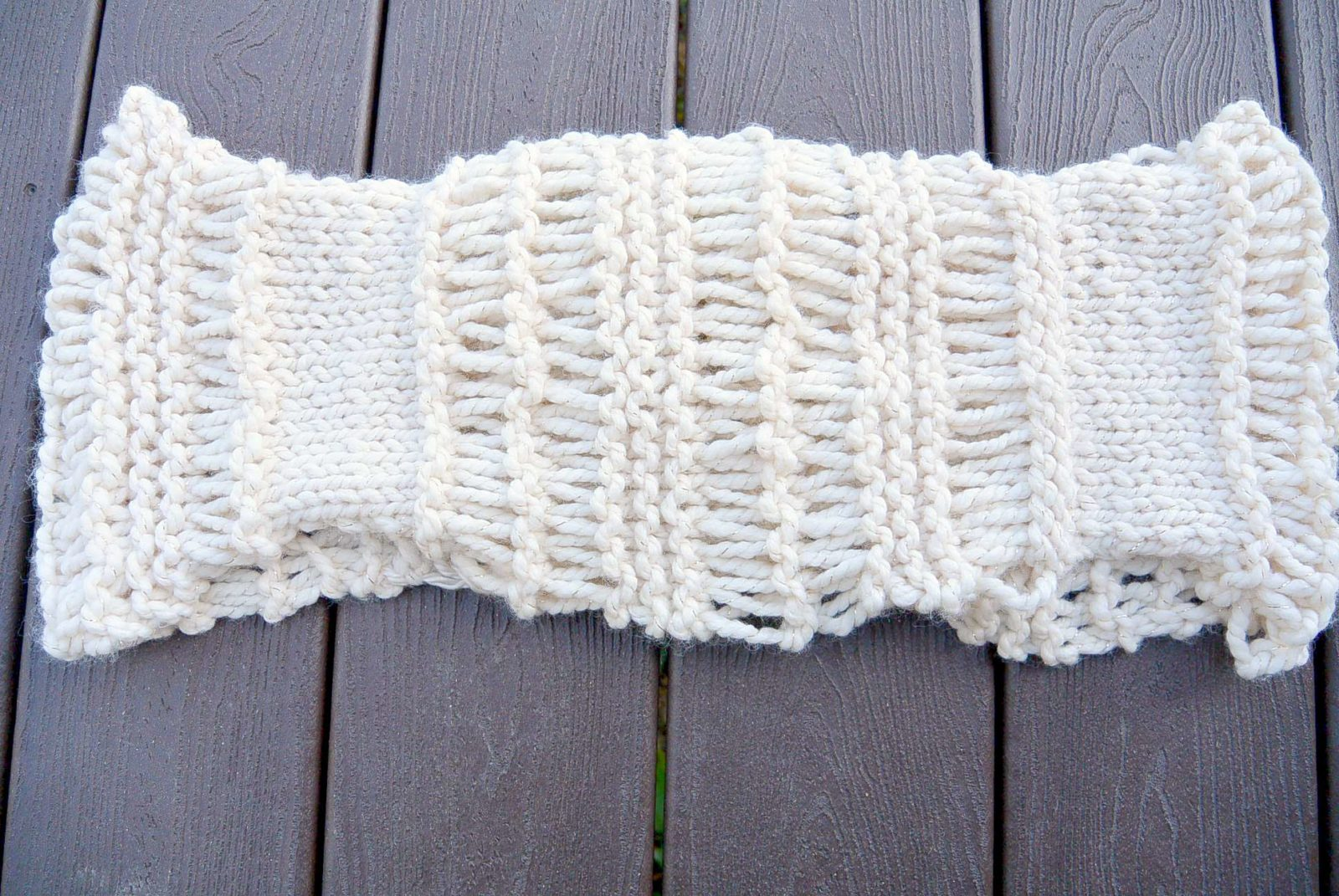 Knitted Stockinette Stitch Scarf Pattern : Cozy Glitz - Chunky Knit Infinity Scarf Pattern   Mama In A Stitch