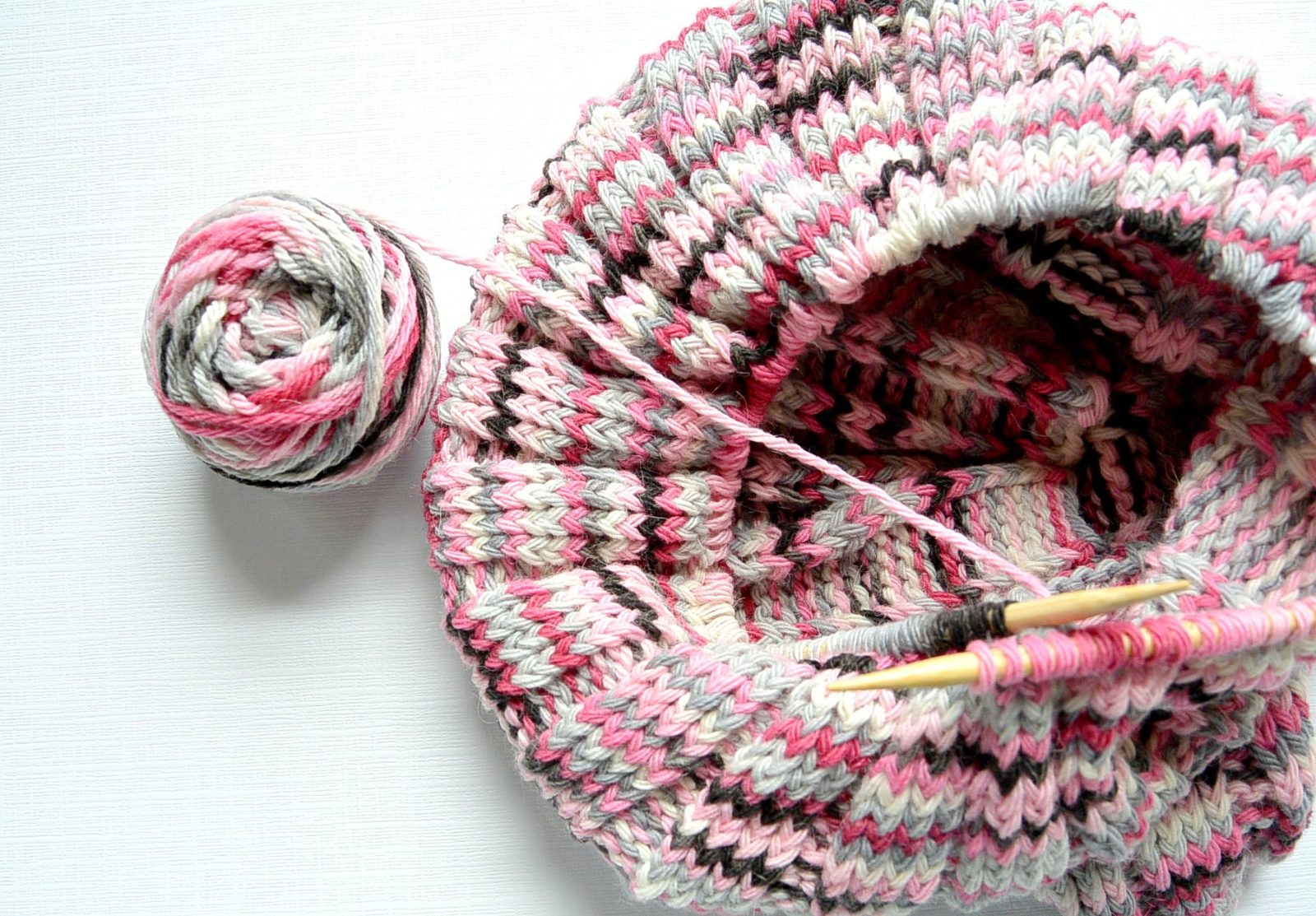 Knitting Rib Stitch On Circular Needles : Pattern time wide ribbed neopolitan knit cowl mama in a