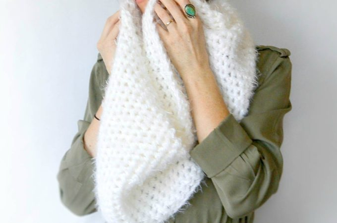 Powdered Sugar Crochet Infinity Scarf Pattern
