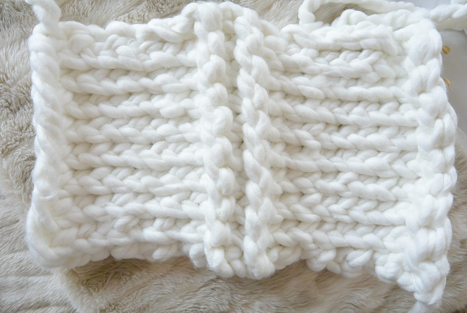 "GIANT Yarn ""Plush Knit Bag"" Pattern – Mama In A Stitch"