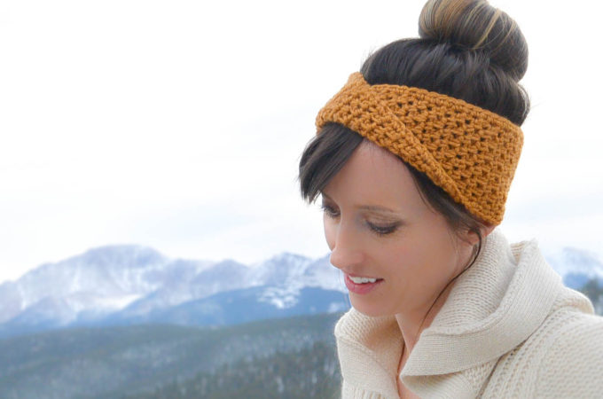 Golden Fave Twist Headband – Free Crochet Pattern