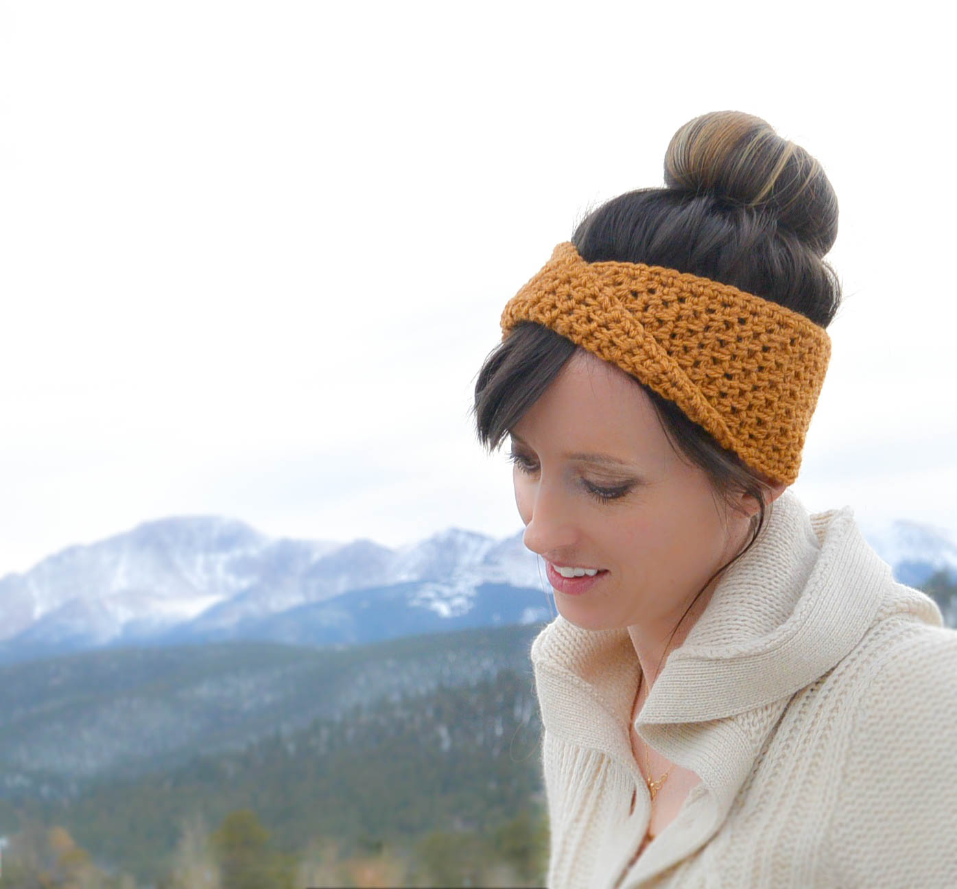 Golden Fave Twist Headband Free Crochet Pattern Mama In A Stitch