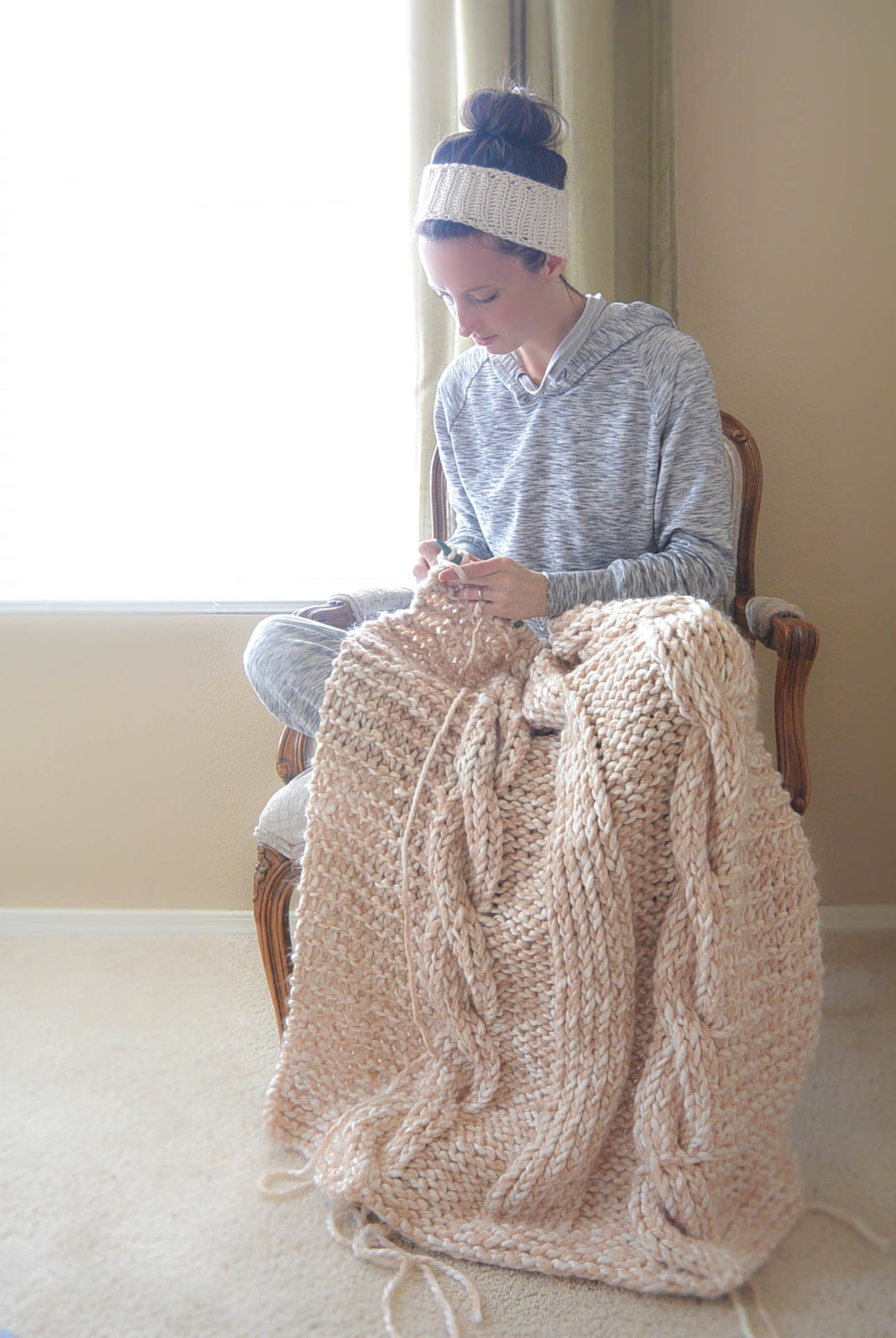 Easy Afghan Patterns To Knit : Endless Cables Chunky Knit Throw Pattern   Mama In A Stitch