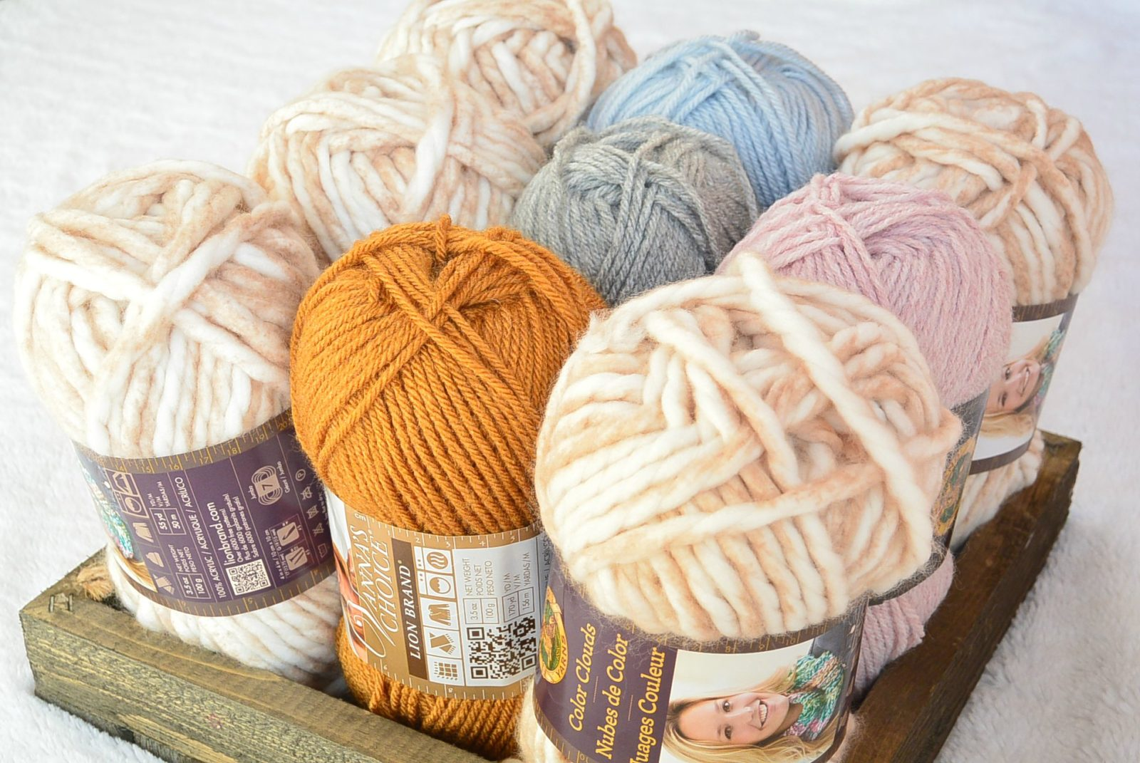 Lion Brand yarn giveaway Mama In A stitch