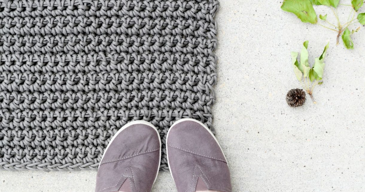 How To Crochet An Outdoor Rug For Beginners Mama In A Stitch