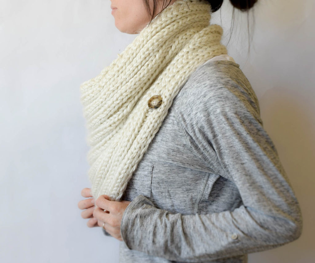 giant-knit-cowl-pattern-buttoned-1