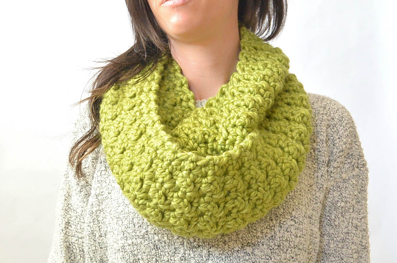 Chunky squishy crochet infinity scarf pattern mama in a stitch green chunky crochet infinity scarf pattern 1 bankloansurffo Image collections