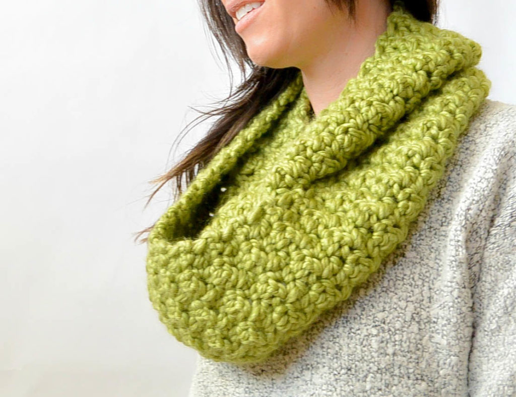 Crochet Stitches For Chunky Yarn : Chunky, Squishy Crochet Infinity Scarf Pattern - Mama In A Stitch