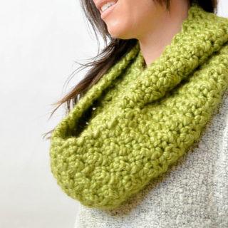 Green Chunky Crochet Infinity Scarf Pattern 2