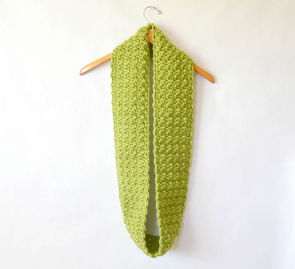 Green Chunky Crochet Infinity Scarf Pattern 3