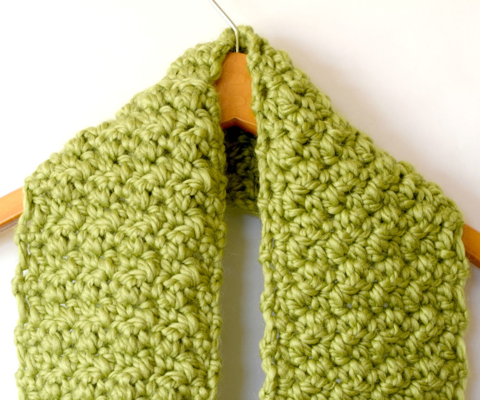 Crochet Scarf Pattern Thick Yarn : Chunky, Squishy Crochet Infinity Scarf Pattern ? Mama In A ...