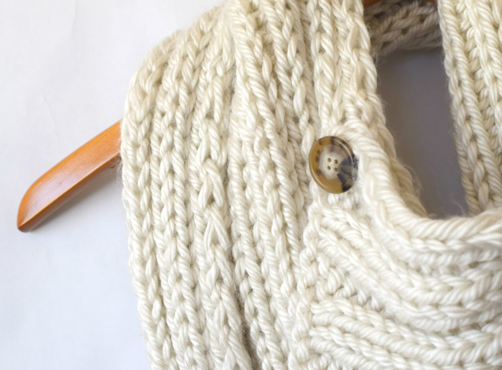 """""""Two Ways"""" Giant Knit Ribbed Cowl Pattern - Mama In A Stitch"""