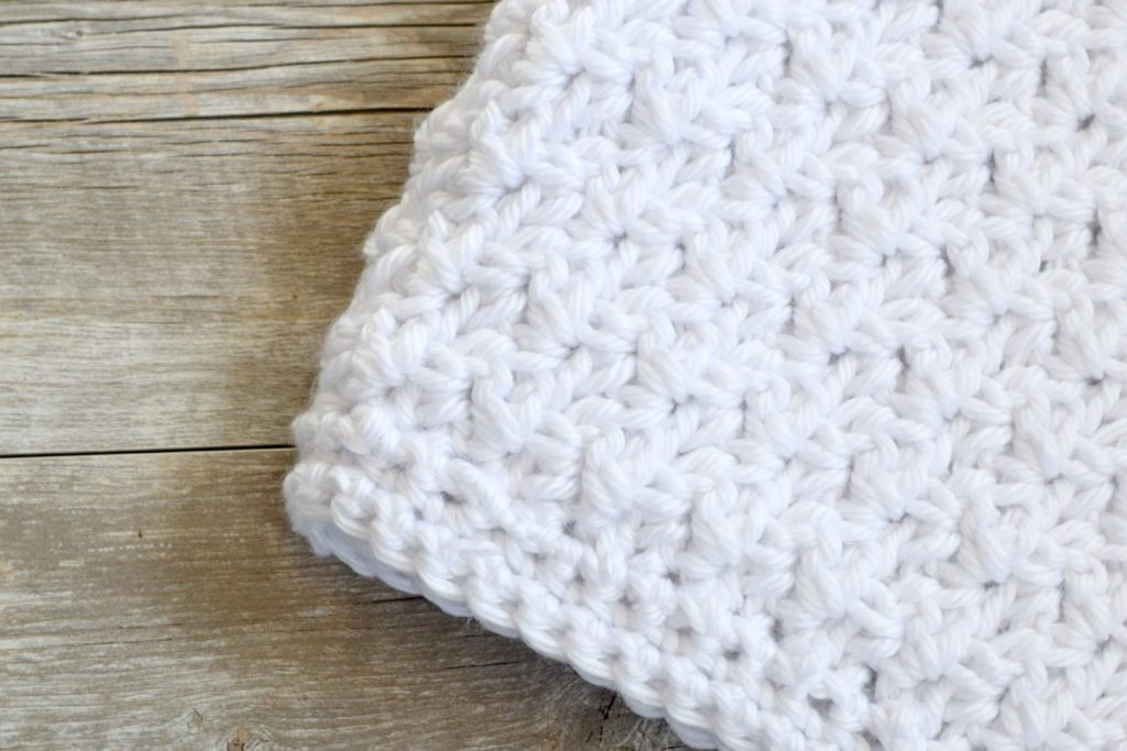 lofty-easy-crochet-baby-blanket-pattern-1