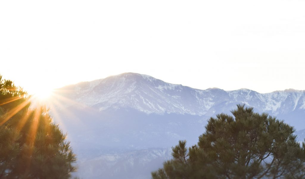 colorado-pikes-peak-sunset-on-new-years_
