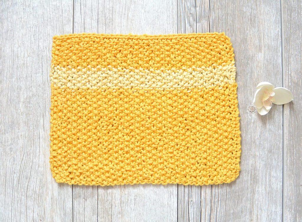 Easy Knit Waschloth Pattern - Sunshine Washcloth   Mama In A Stitch