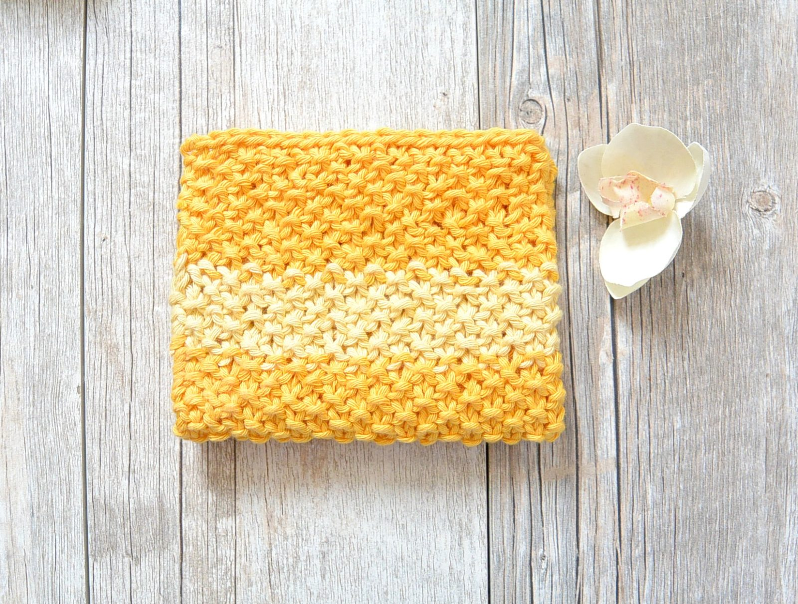 Easy Knit Waschloth Pattern - Sunshine Washcloth – Mama In A Stitch