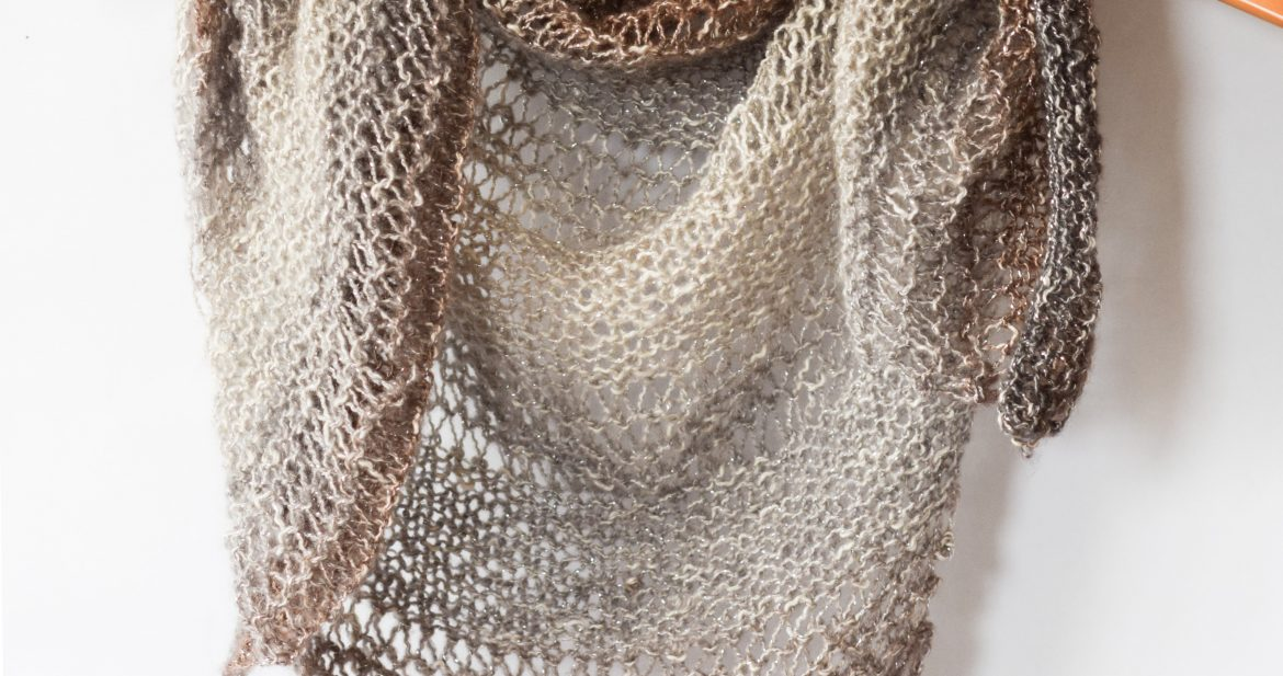 Free Triangle Scarf Knitting Pattern : How To Knit An Easy Triangle Wrap   Mama In A Stitch