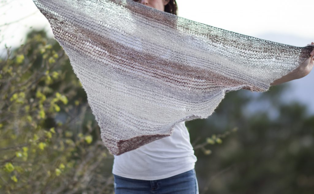 Triangle Knit Scarf Pattern : How To Knit An Easy Triangle Wrap