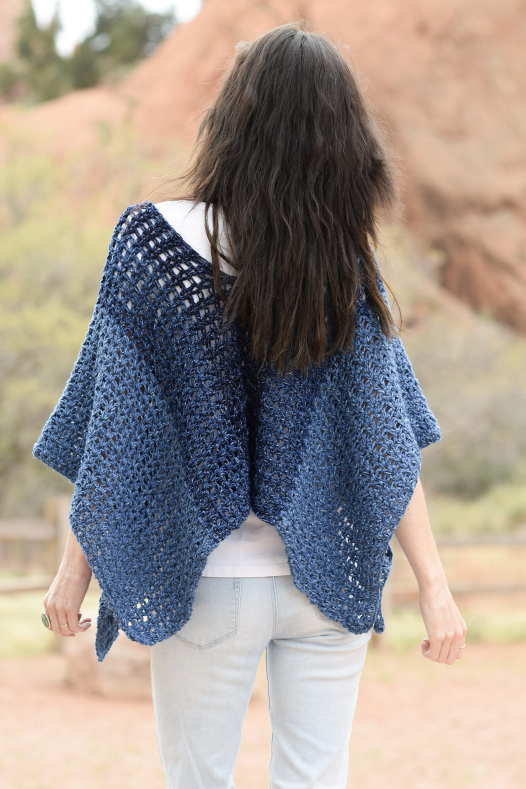 Azul V-Mesh Easy Crochet Poncho Pattern ? Mama In A Stitch