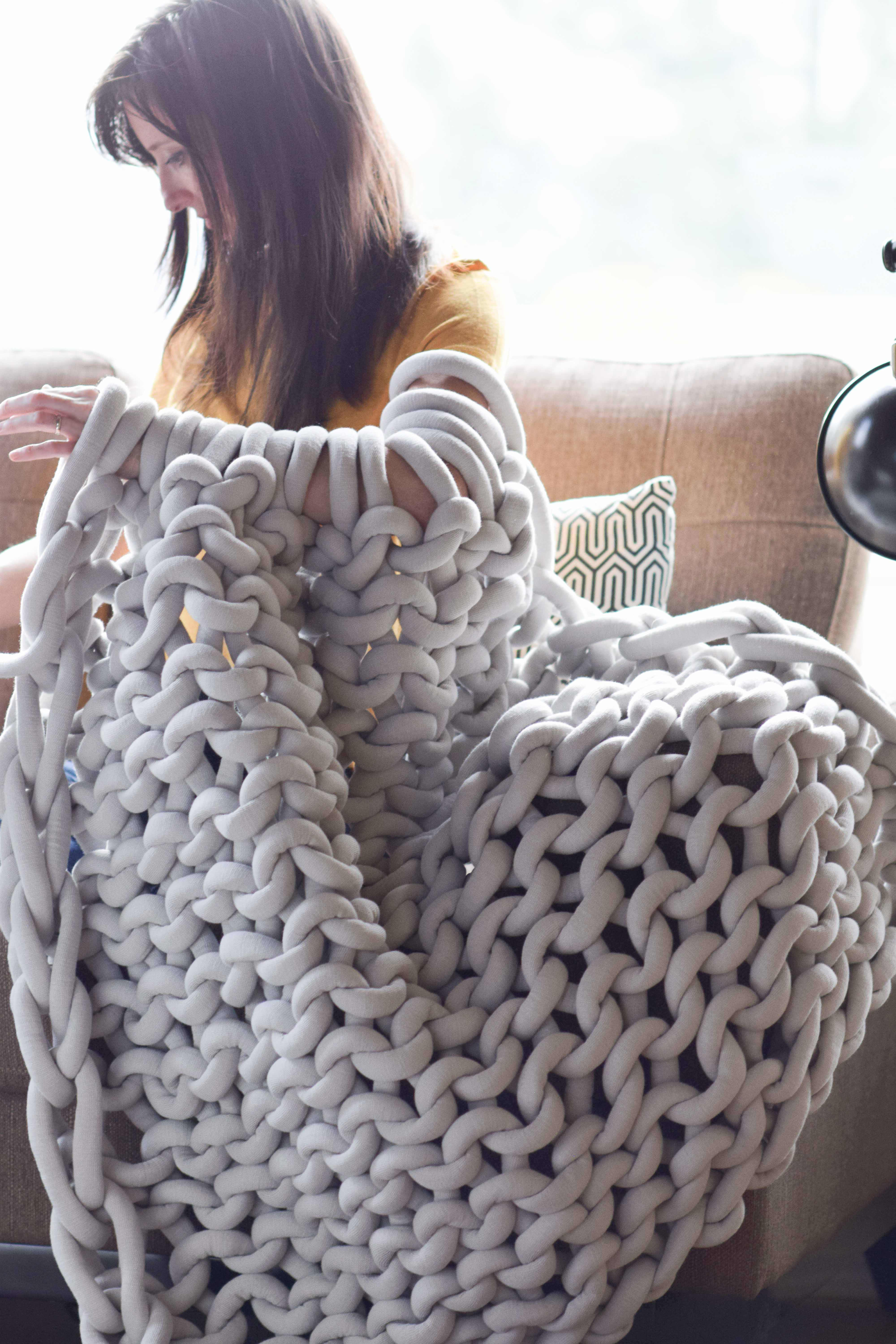 how to easily knit a big yarn blanket mama in a stitch. Black Bedroom Furniture Sets. Home Design Ideas