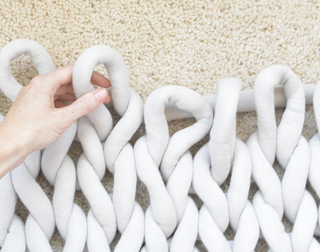 How To Easily Knit A Big Yarn Blanket – Mama In A Stitch