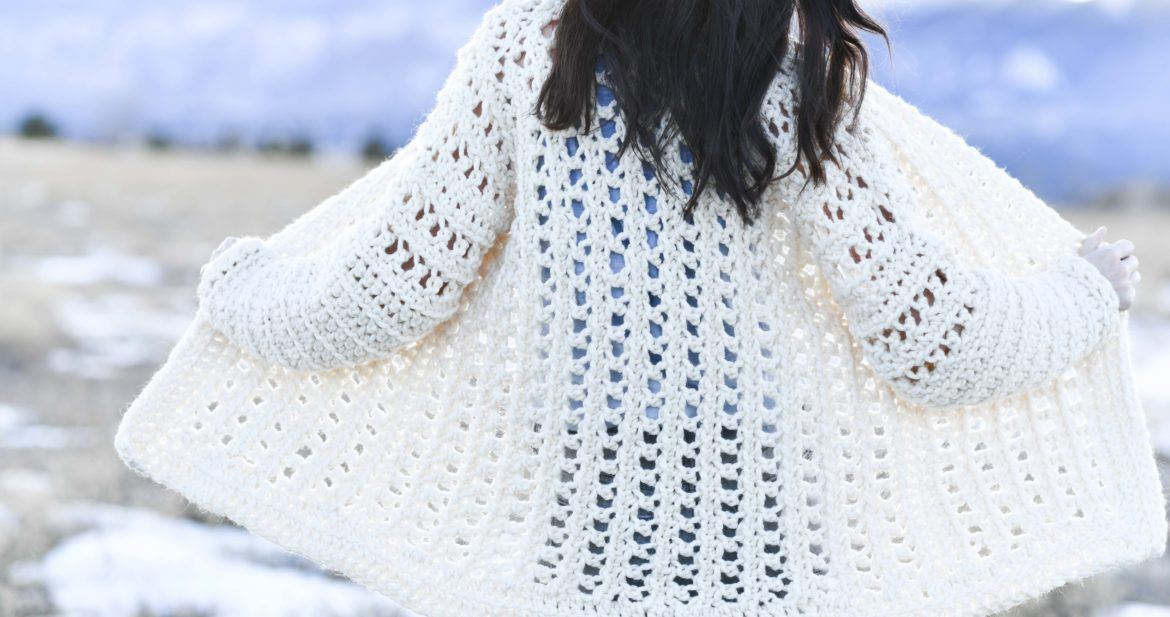 b6dec1c53537e3 Light Snow Oversized Cardigan Crochet Free Pattern – Mama In A Stitch